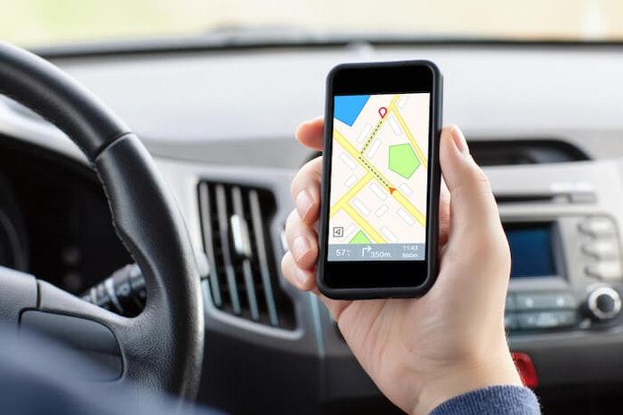 Aplikasi GPS navigasi mobil pada smartphone untuk perjalanan jarak dekat