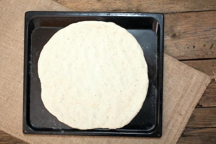 Roti atau kulit pizza, Anda bebas berkreasi dengan isinya