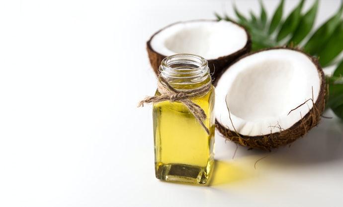Rambut mengembang: Kandungan minyak alami untuk menghidrasi helai rambut
