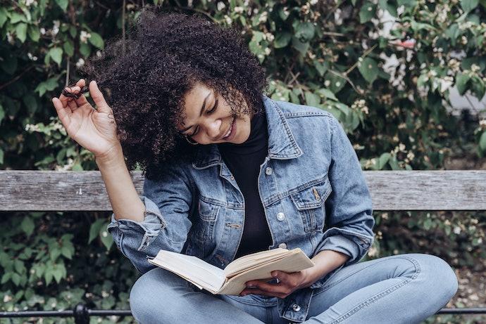 Novel lokal, nyaman dibaca dan mudah dipahami