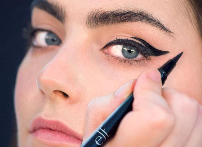 Eyes, menentukan hasil akhir tampilan riasan wajah