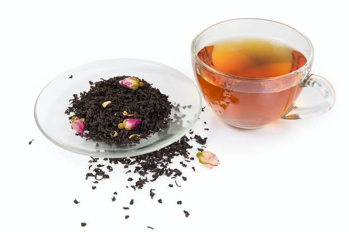 Black tea, memiliki rasa asam dan kuat yang terasa familier