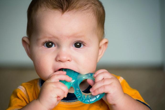 Usia yang baik untuk memberikan teether pada bayi