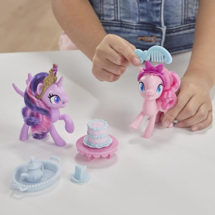 Figure doll: Mainan plastik yang mudah dibawa-bawa