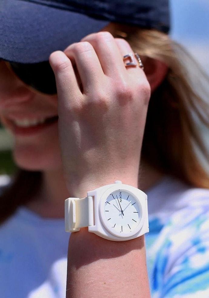 Time Teller dengan banyak pilihan warna, untuk gaya casual Anda