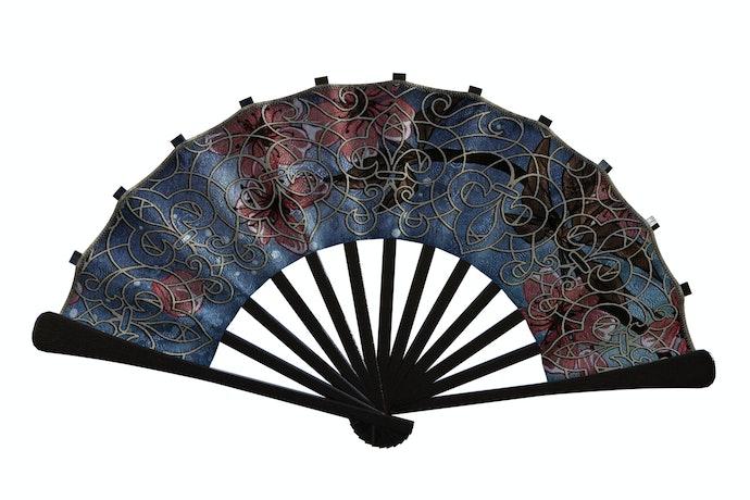 Bahan kulit untuk motif dan tekstur tradisional khas Indonesia