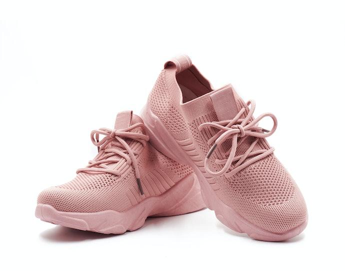 Perhatikan bahan sepatu yang nyaman dipakai