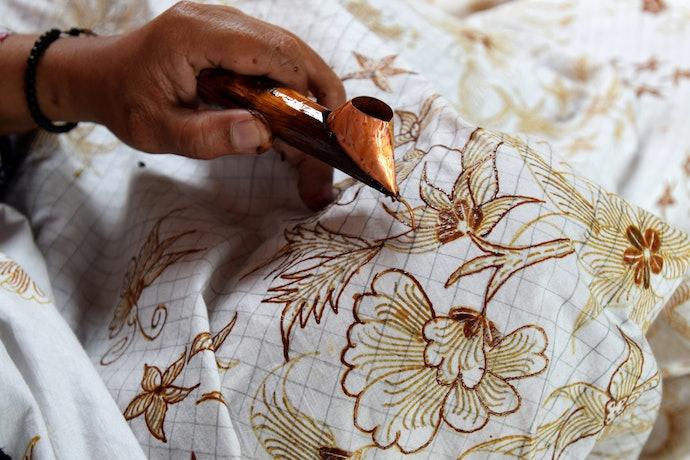 Perhatikan jenis kain batik untuk outer pria