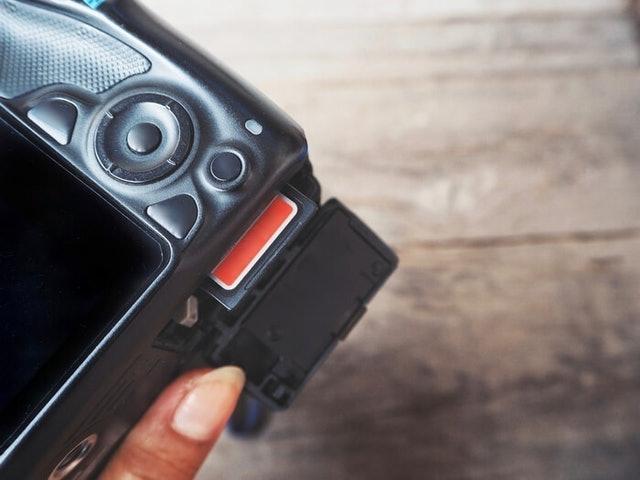 Baterai perangkat yang menggunakan Wi-Fi SD card
