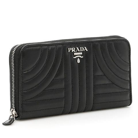 Smooth leather : teksturnya halus, lembut, dan terasa mahal