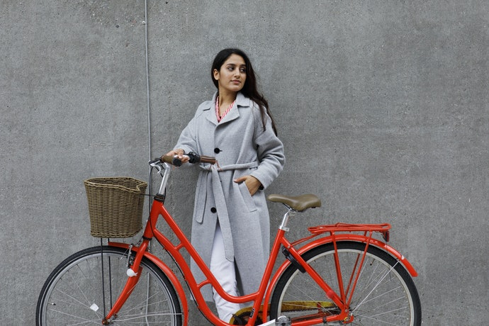 Keranjang sepeda rotan, desainnya terlihat vintage