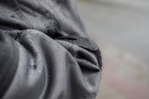 Perhatikan fungsi dan kelebihan yang dimiliki jaket parasut