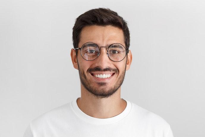 Lensa minus: Untuk pria yang menderita mata minus