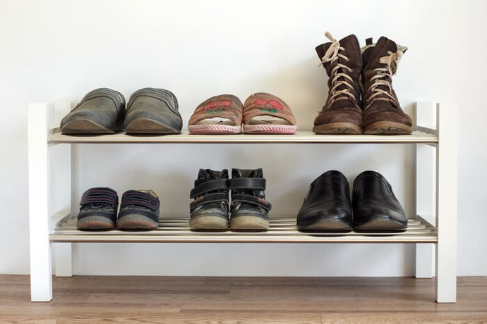 Rak sepatu besi, bahannya kuat untuk menampung banyak sepatu