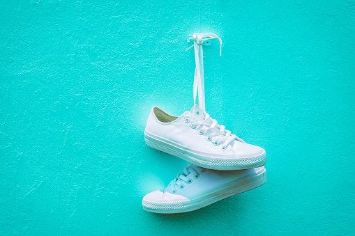 Sneakers, makin lekat di kaki berkat adanya tali
