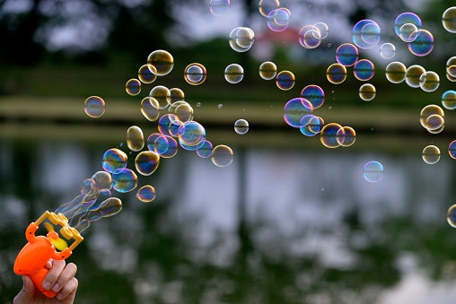 Mainan gelembung otomatis, mudah dan praktis digunakan