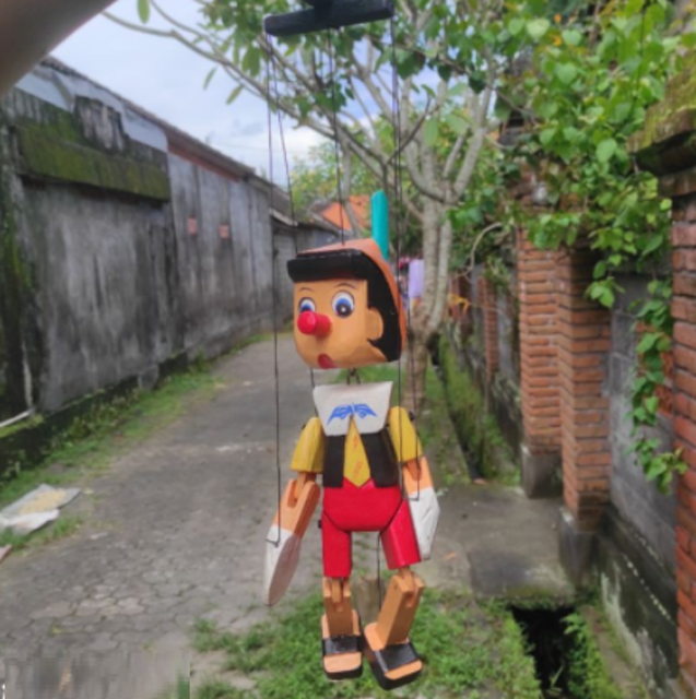 Boneka Pinokio Gantung Tali 1