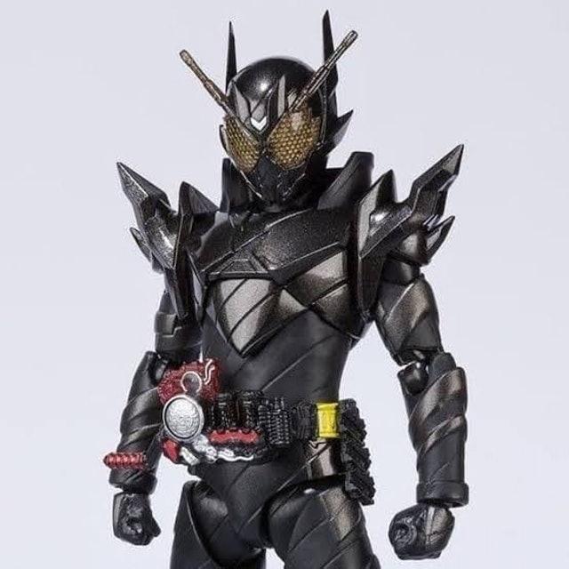 Bandai S.H.Figuarts Kamen Rider Metal Build 1