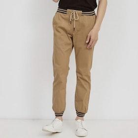 10 Merk Celana Warna Khaki Terbaik untuk Pria (Terbaru Tahun 2021) 2